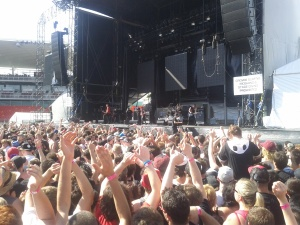 Crowd watching Sum 41