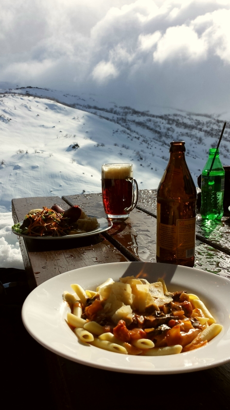 Delicious lunch with a breathtaking view at Guthega Inn